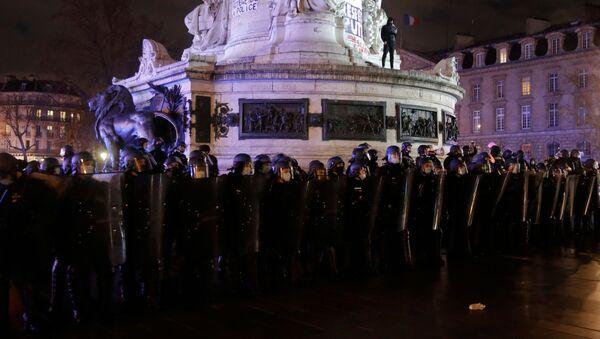 Демонстрация в Париже против законопроекта О глобальной безопасности - Sputnik Беларусь