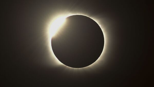 Огненное кольцо во время полного солнечного затмения в Аргентине  - Sputnik Беларусь