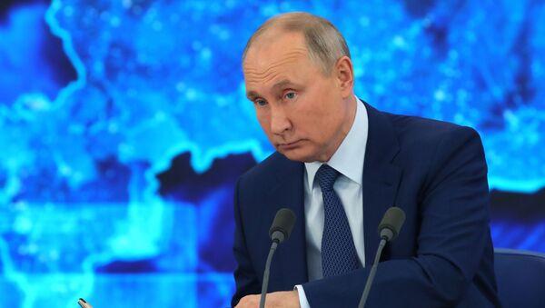 Президент РФ Владимир Путин на большой ежегодной пресс-конференции в режиме видеоконференции - Sputnik Беларусь