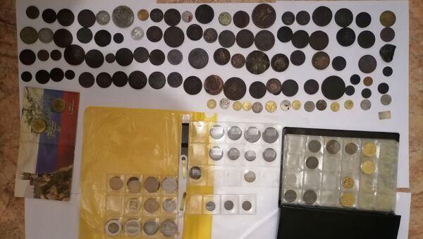 Монеты, которые продавал мошенник - Sputnik Беларусь