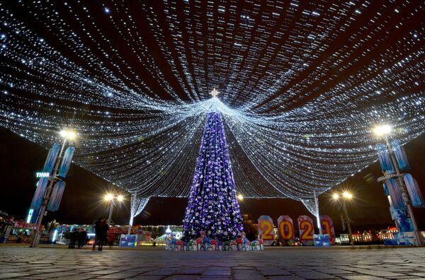 Новогодняя елка на Немиге в Минске - Sputnik Беларусь