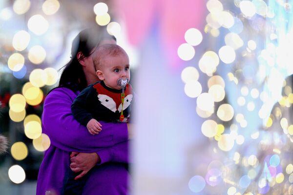 Новогодняя елка в ТЦ Дана Молл - Sputnik Беларусь