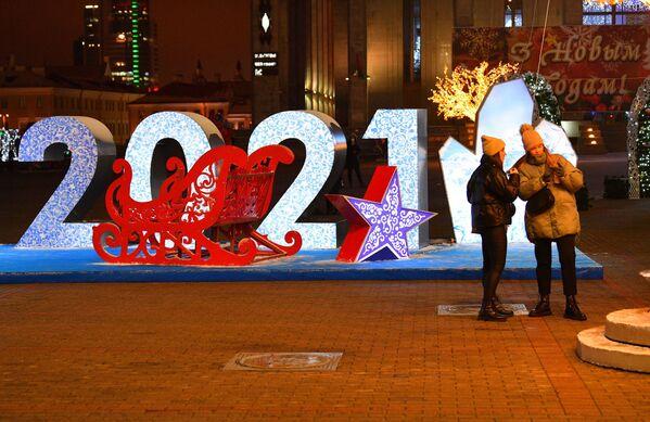 Новый 2021 год на Октябрьской площади в Минске - Sputnik Беларусь
