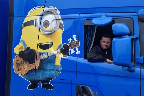 Водитель фуры из Польши во время вынужденной остановки в Эшфорде, Великобритания - Sputnik Беларусь