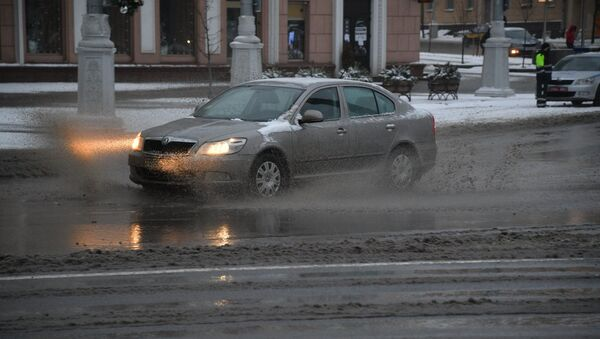 Заснеженная автодорога в Минске - Sputnik Беларусь