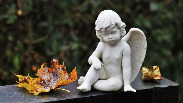 Скульптура ангела на могиле - Sputnik Беларусь