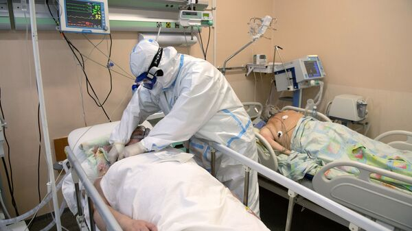 Медыцынскі работнік у аддзяленні рэанімацыі і інтэнсіўнай тэрапіі - Sputnik Беларусь