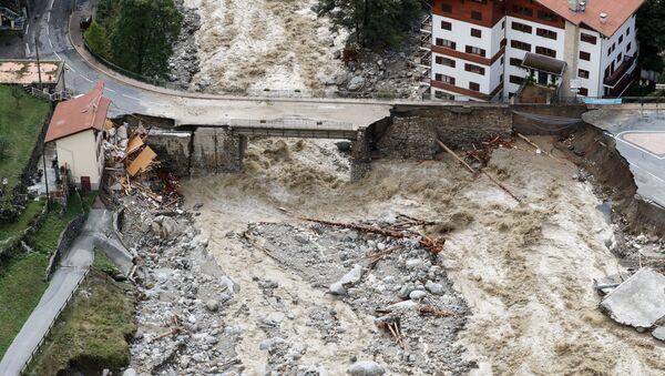 Аэрофотоснимок разрушений от паводковых вод в Сен-Мартен-Везюби, регион Приморские Альпы во Франции - Sputnik Беларусь