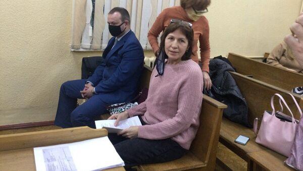 Почтальон в зале суда - она обвиняется в публикации личных данных правоохранителей - Sputnik Беларусь