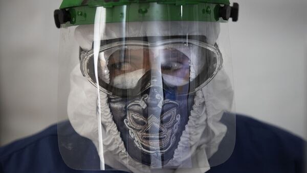 Медицинский работник в маске - Sputnik Беларусь