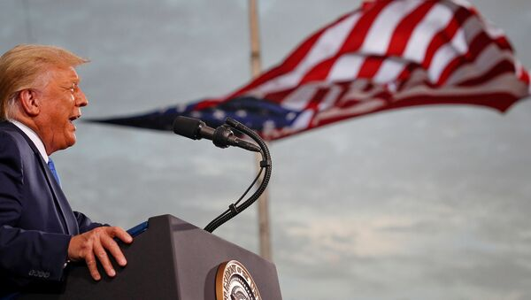Прэзідэнт ЗША Дональд Трамп падчас перадвыбарчага мітынгу ў аэрапорце Сесіл ў Джэксанвіле, штат Фларыда - Sputnik Беларусь