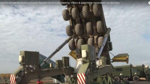 Ювелірная работа: як загружаюць балістычныя ракеты Ярс у шахты - відэа - Sputnik Беларусь