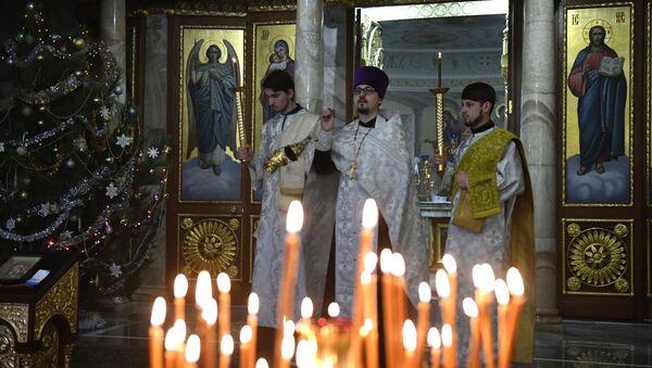Архиерейское богослужение в Рождественский сочельник - Sputnik Беларусь