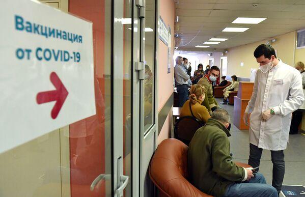 У Маскве пачалася вакцынацыя ад COVID-19 для людзей старэйшых за 60 гадоў - Sputnik Беларусь
