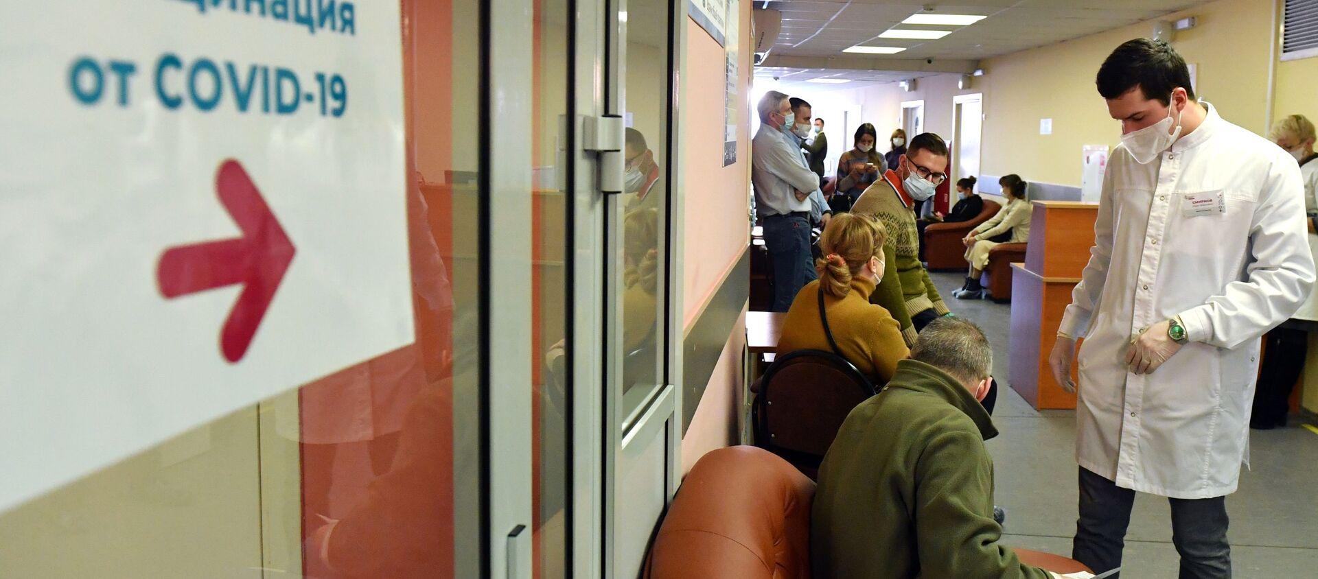В Москве началась вакцинация от COVID-19 для людей старше 60 лет - Sputnik Беларусь, 1920, 17.05.2021