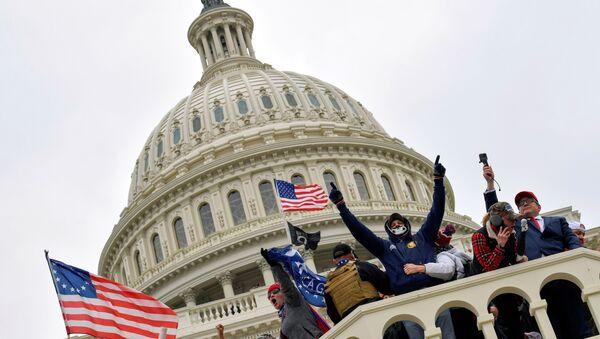 Беспарадкі ў ЗША пасля штурму Капітолія падчас падвядзення вынікаў выбараў - Sputnik Беларусь