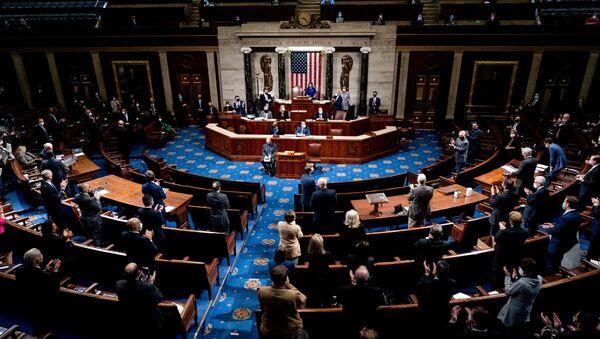Конгресс США на фоне беспорядков утвердил  избрание Байдена президентом, он набрал более 270 голосов выборщиков - Sputnik Беларусь
