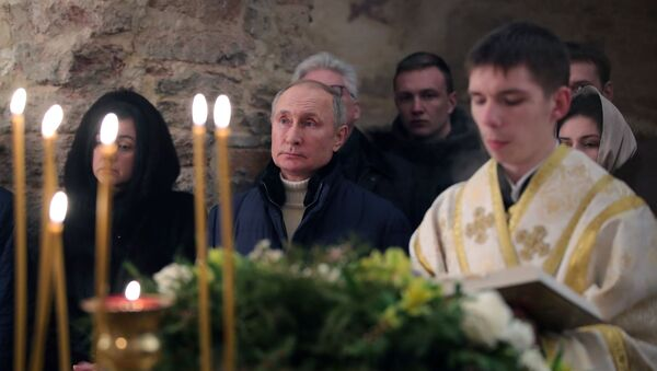 Президент РФ В. Путин посетил Рождественское богослужение - Sputnik Беларусь