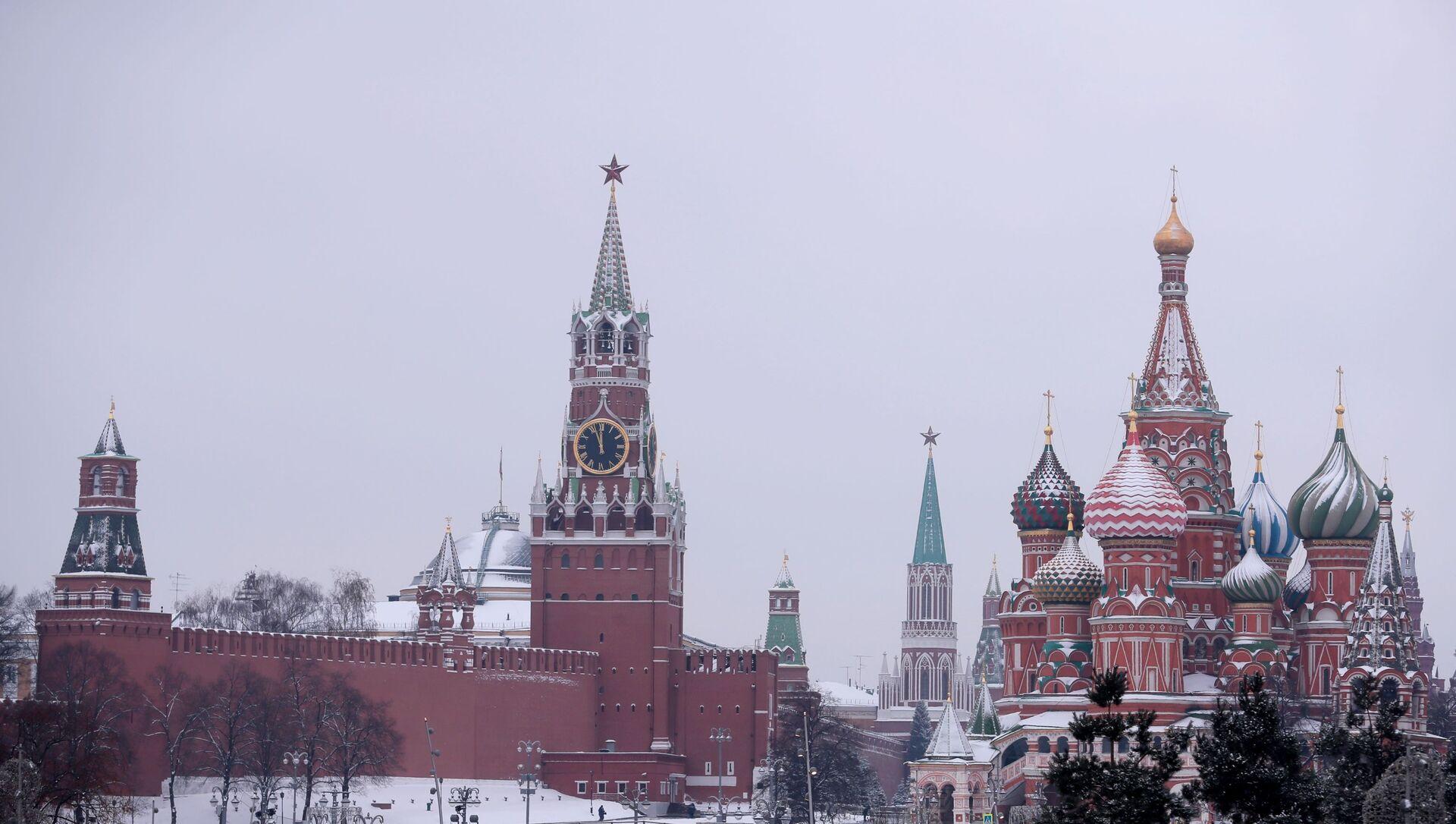 Выгляд з парку Зараддзе на Пакроўскі сабор і Спаскую вежу Маскоўскага Крамля - Sputnik Беларусь, 1920, 04.02.2021