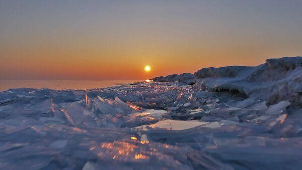 Відэафакт: Капчагайскае вадасховішча ў Казахстане пакрылася пластом лёду - Sputnik Беларусь