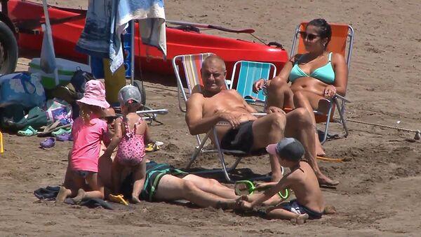 Відэафакт: пляжы Аргенціны перапоўненыя, нягледзячы на COVID-19 - Sputnik Беларусь