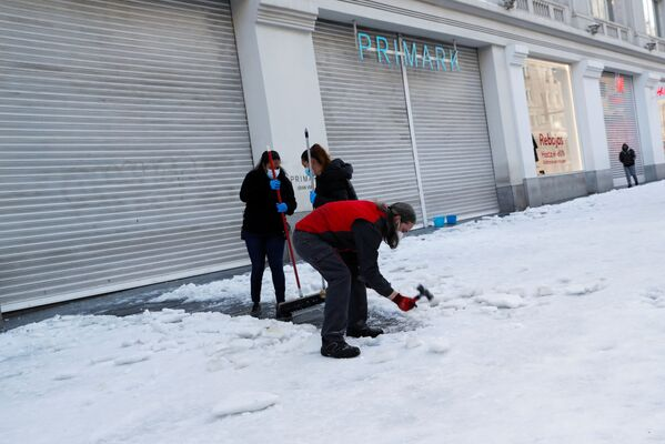 Расчистка снега в Мадриде - Sputnik Беларусь
