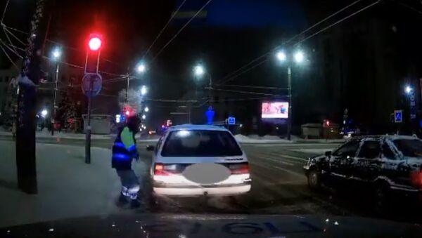 В Могилеве с погоней задерживали пьяного бесправника – видео - Sputnik Беларусь