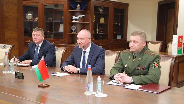 Першая сустрэча ў рангу пасла: Канюк сустрэўся з міністрам абароны Арменіі - Sputnik Беларусь