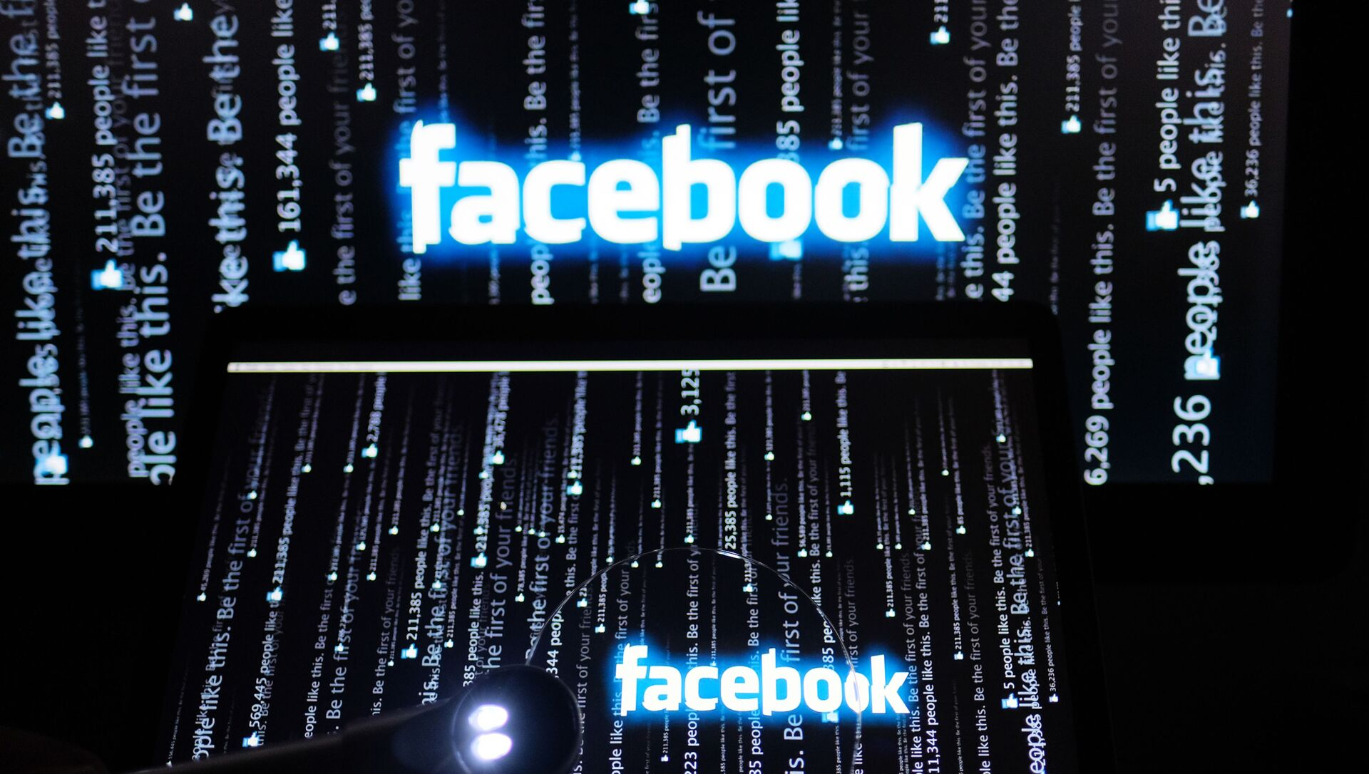 Логотип социальной сети Фейсбук на экране компьютера - Sputnik Беларусь, 1920, 28.02.2021