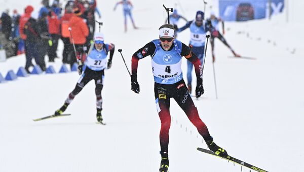 Норвежский биатлонист Тарьей Бё на финише гонки в Оберхофе - Sputnik Беларусь