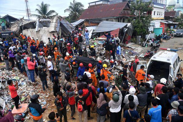 Жертва землетрясения в Мамуджу, Западный Сулавеси, Индонезия - Sputnik Беларусь