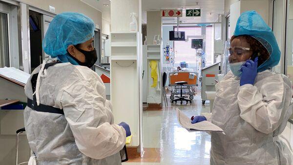 Медперсонал в больнице для коронавирусных больных в ЮАР - Sputnik Беларусь