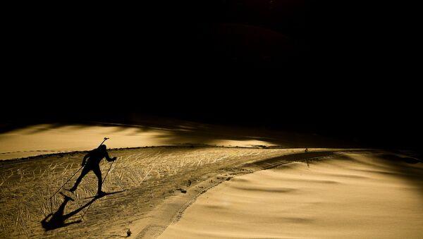 Спортсмен на дистанции спринтерской гонки среди мужчин на чемпионате мира по биатлону в итальянской Антерсельве. - Sputnik Беларусь
