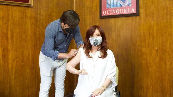 Вице-президент Аргентины привилась российской вакциной Спутник V - Sputnik Беларусь