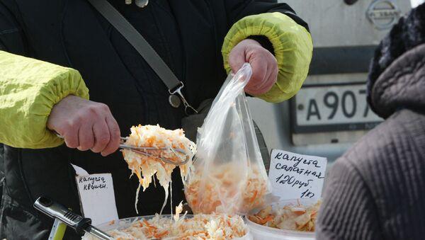 Квашеная капуста на базаре - Sputnik Беларусь