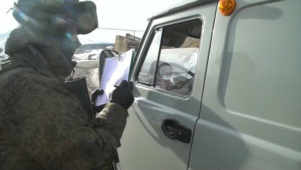 Проверки на дорогах: как миротворцы контролируют Лачинский коридор - Sputnik Беларусь