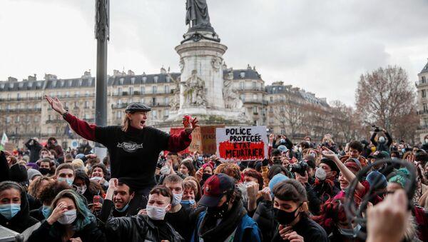 Акция протеста против законопроекта О глобальной безопасности в Париже - Sputnik Беларусь