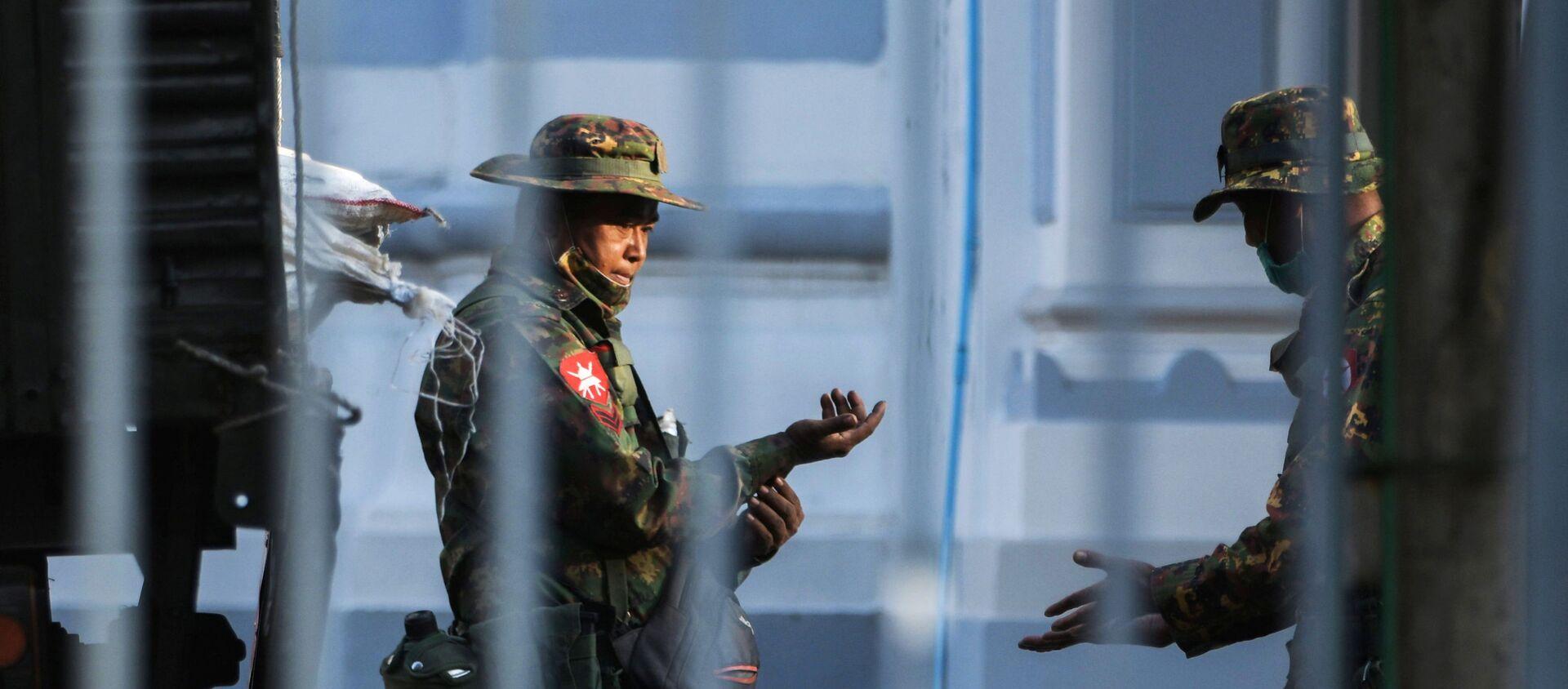 Солдаты в ратуше Янгона, Мьянма - Sputnik Беларусь, 1920, 01.02.2021