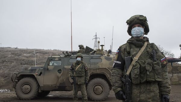 Блокпост российских миротворцев на въезде в город Шуша  - Sputnik Беларусь