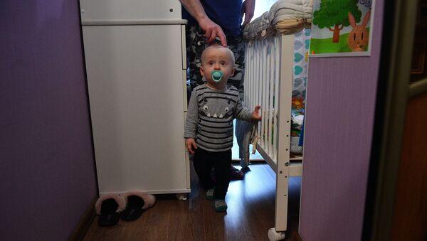 Ребенок в квартире - Sputnik Беларусь