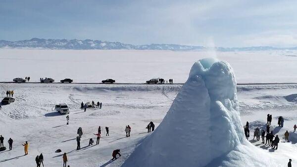 Відэафакт: ледзяной вулкан з'явіўся ў казахскім стэпе   - Sputnik Беларусь