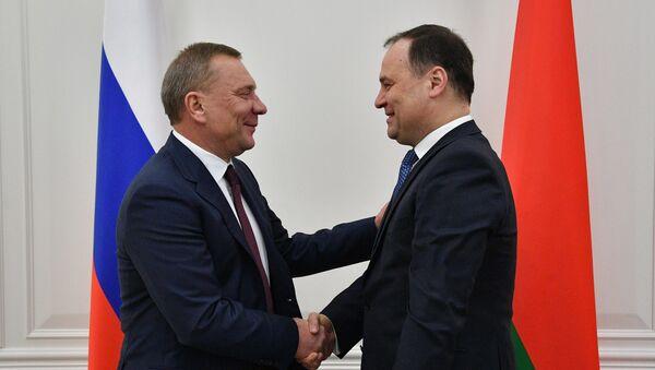 Премьер РБ Роман Головченко и вице-премьер РФ Юрий Борисов - Sputnik Беларусь