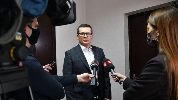 Юрий Воскресенский дает интервью перед предварительным судебным заседанием по делу Бабарико - Sputnik Беларусь