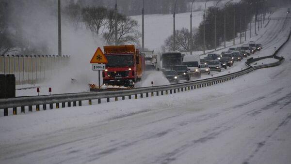 Спецтехника чистит дороги от снега - Sputnik Беларусь