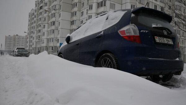 Снежные заносы на дорогах в Минске - Sputnik Беларусь