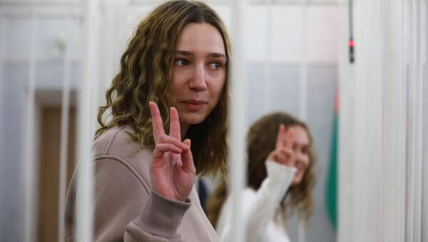 Журналисты Дарья Чульцова и Катерина Бахвалова в зале суда - Sputnik Беларусь