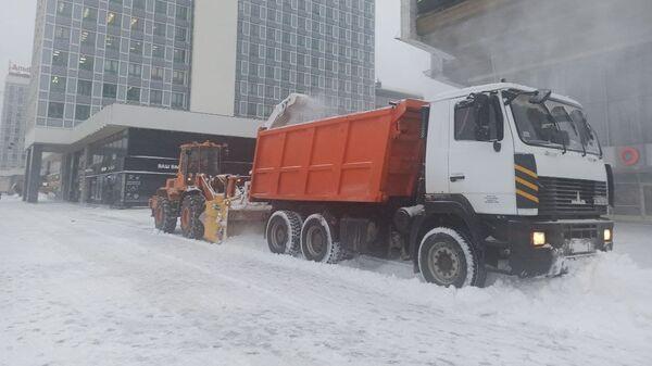Уборка снега в центре Минска - Sputnik Беларусь