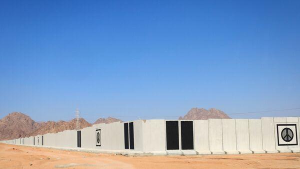 В Египте вокруг курортного города построили бетонную стену - Sputnik Беларусь