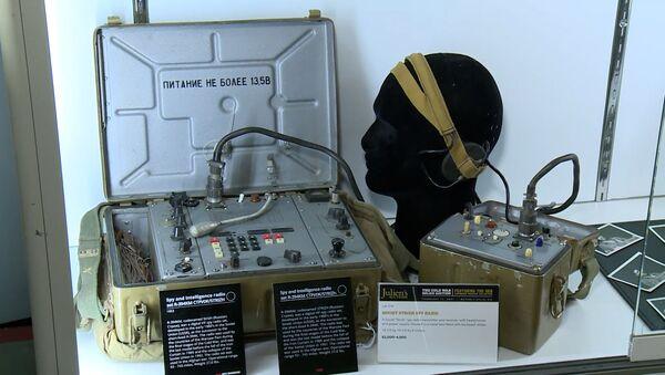 Зуб з цыянідам і чаравікі з радарам: аўкцыён шпіёнскіх прылад КДБ - відэа - Sputnik Беларусь