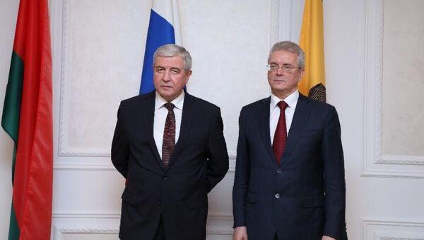 Посол Беларуси в России Владимир Семашко и губернатор Пензенской области Иван Белозерцев - Sputnik Беларусь